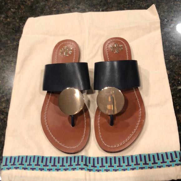 e13d5b83fb2fe2 Tory Burch Patos Disk Leather Flat Sandals. M 5b973d86f63eeaf844cefabc